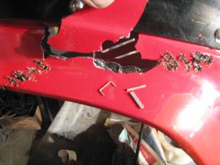 ремонт пластика с помощь скрепок